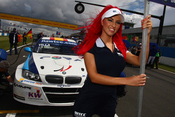 Javier Villa BMW 320 TC, Proteam Racing and grid girl