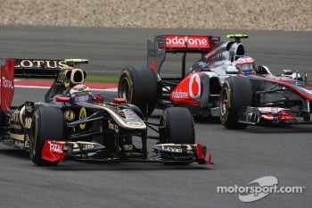 Vitaly Petrov, Lotus Renalut F1 Team and Jenson Button, McLaren Mercedes