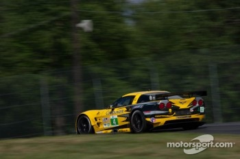 #4 Corvette Racing Chevrolet Corvette C6 ZR1: Oliver Gavin, Jan Magnussen