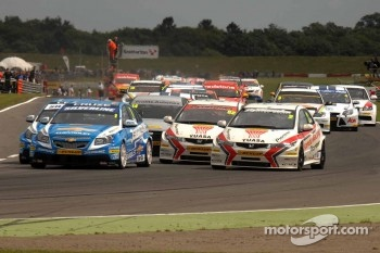Start of Race 1 before the incident between Jason Plato and Matt Neal