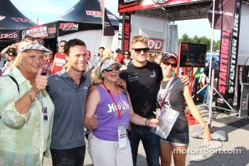 James Jakes, Dale Coyne Racing and Alex Lloyd, Dale Coyne Racing with fans