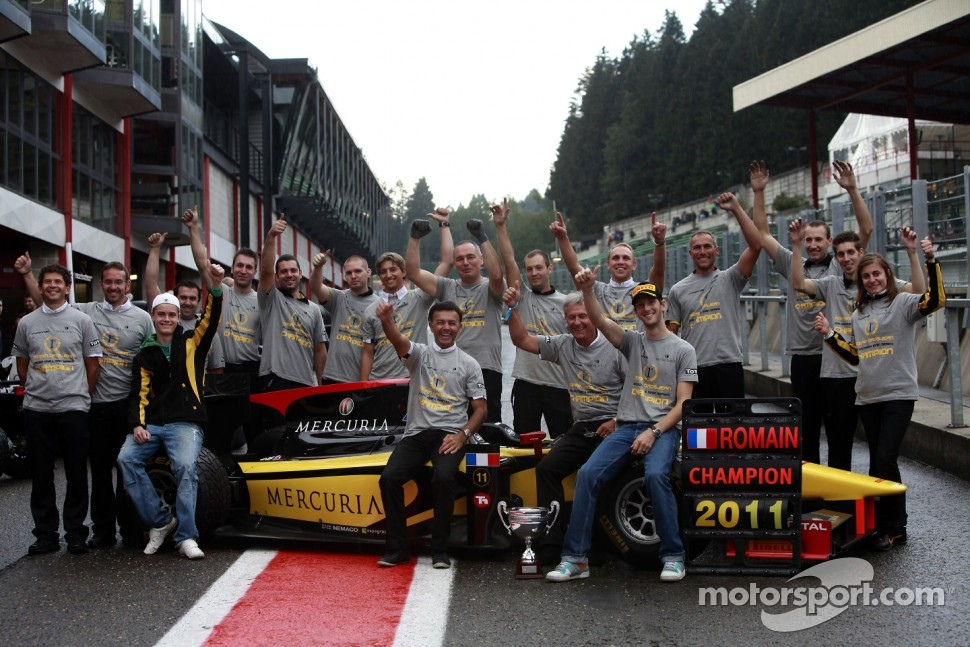 Romain Grosjean;the Dams team celebrate winning the 2011 GP2 Series title