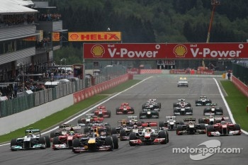 Start: Sebastian Vettel, Red Bull Racing leads the field