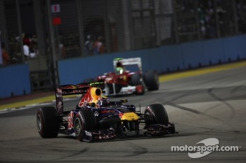 Mark Webber, Red Bull Racing leads Felipe Massa, Scuderia Ferrari