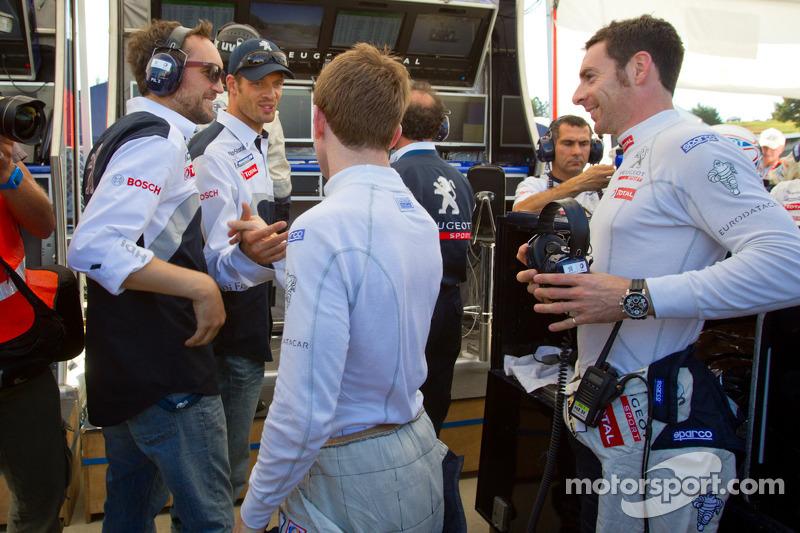 Pole winner Anthony Davidson celebrates with Franck Montagny, Alexander Wurz and Simon Pagenaud