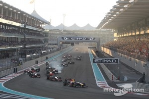 Start: Sebastian Vettel, Red Bull Racing leads field