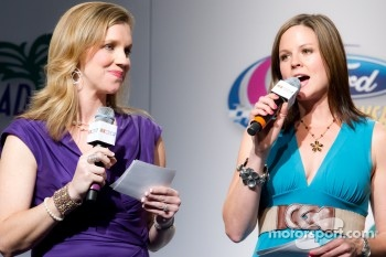 Championship contenders press conference: the MCs Krista Voda and Shannon Spake