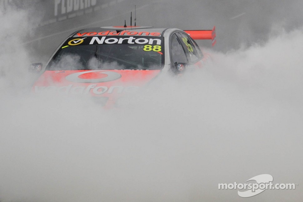 Jamie Whincup wins the championship