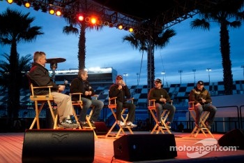 Fan forum: Greg Biffle, Roush Fenway Racing Ford, Jeff Gordon, Hendrick Motorsports Chevrolet, Casey Mears, Germain Racing Ford, Michael McDowell