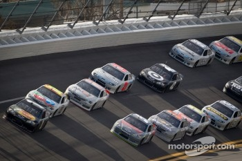 Jamie McMurray, Earnhardt Ganassi Racing Chevrolet leads the pack