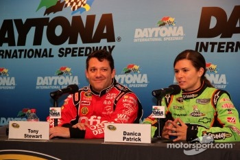 Press conference: Tony Stewart, Stewart-Haas Racing Chevrolet and Danica Patrick, Stewart-Haas Racing Chevrolet
