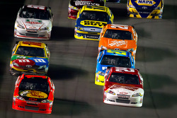 Jamie McMurray, Earnhardt Ganassi Racing Chevrolet and Kevin Harvick, Richard Childress Racing Chevrolet lead the field