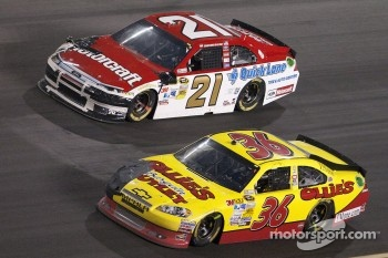 Trevor Bayne, Wood Brothers Racing Ford and Dave Blaney, Tommy Baldwin Racing Chevrolet