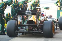 Vitaly Petrov, Caterham F1 Team pit stop practice