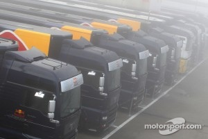 Fog hits the track, Red Bull Racing trucks
