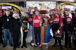 Victory lane: Tony Stewart, Stewart-Haas Racing Chevrolet