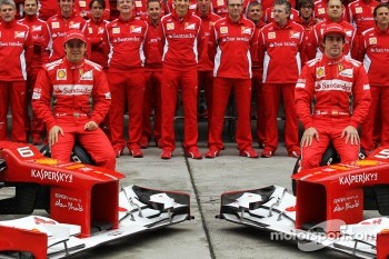 Fernando Alonso, Scuderia Ferrari and Felipe Massa, Scuderia Ferrari at a team photograph