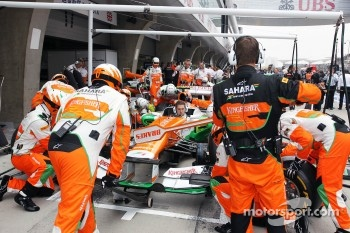 Sahara Force India F1 Team practice a pit stop