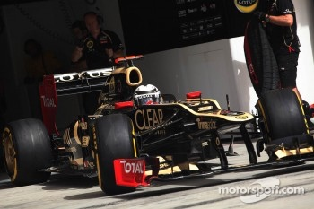 Kimi Raikkonen, Lotus leaves the pits