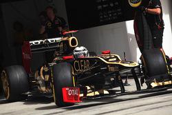 Kimi Raikkonen, Lotus leaves the pits