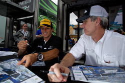 Autograph session: Oswaldo Negri and John Pew