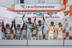 GT300 podium: winners Tatsuya Kataoka and Nobuteru Taniguchi, second place Kazuho Takahashi and Hiroki Kato, third place Hiroki Yoshimoto and Kazuki Hoshino