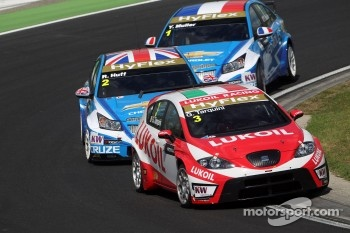 Gabriele Tarquini, SEAT Leon WTCC, Lukoil Racing Team, Robert Huff, Chevrolet Cruze 1.6T, Chevrolet and Yvan Muller, Chevrolet Cruze 1.6T, Chevrolet