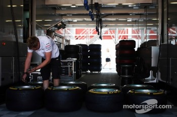 Mercedes AMG F1 mehanic checks Pirelli tyres