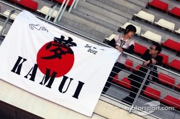 Kamui Kobayashi, Sauber F1 Team fans and banner