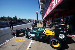 Vitaly Petrov, Caterham in the pits