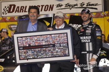 Victory lane: race winner Jimmie Johnson, Hendricks Motorsports Chevrolet