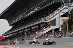 Jean-Eric Vergne, Scuderia Toro Rosso leads Felipe Massa, Scuderia Ferrari