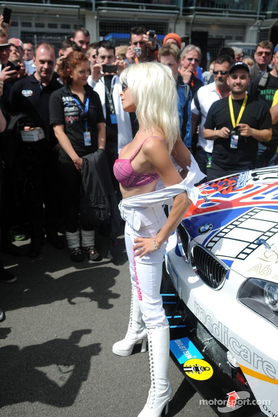 A daring grid girl