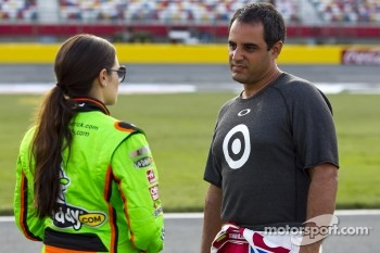 Danica Patrick, Stewart-Haas Racing Chevrolet, Juan Pablo Montoya, Earnhardt Ganassi Racing Chevrolet