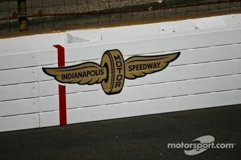 Indy 500 wall