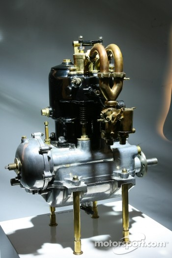 Early Renault 2 cylinders engine