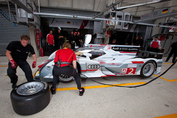 Pit stop practice for #2 Audi Sport Team Joest Audi R18 E-Tron Quattro: Rinaldo Capello, Tom Kristensen, Allan McNish