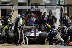 Pastor Maldonado, Williams makes a pit stop