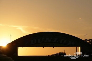 Sunrise at the Dunlop Bridge