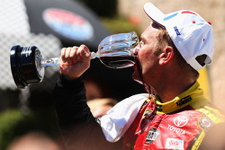 Victory lane: Clint Bowyer, Michael Waltrip Racing Toyota