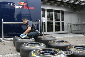 Prepare the Pirelli Tires