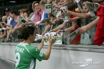 Birgit Prinz signs Autograph
