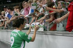 Birgit Prinz signs Autograph