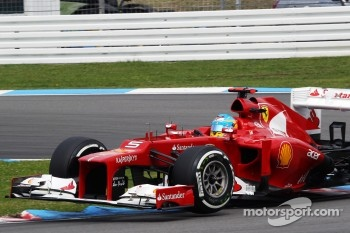 Fernando Alonso, Scuderia Ferrari bounces on the kerbs