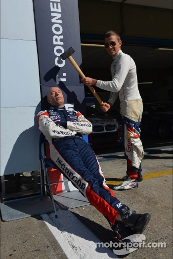 Alberto Cerqui plays a prank on Tom Coronel, BMW 320 TC, ROAL Motorsport