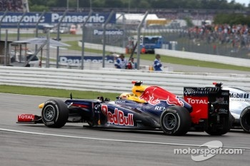 Sebastian Vettel, Red Bull Racing overtakes Jenson Button, McLaren Mercedes