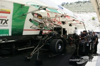 Work on Mike Neff's Top Fuel Funny Car