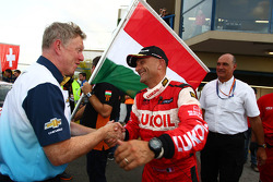 Eric Neve, Chevrolet Europe Motorsport Manager and Gabriele Tarquini, SEAT Leon WTCC, Lukoil Racing Team