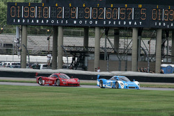 #01 Chip Ganassi Racing with Felix Sabates BMW Riley: Scott Pruett, Memo Rojas and #99 GAINSCO/Bob Stallings Racing Corvette DP: Jon Fogarty, Alex Gurney