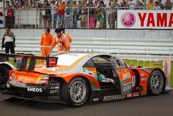 Race winner #6 Lexus Tean LeMans Eneos Lexus SC430: Daisuke Ito, Kazuya Oshima in parc fermé